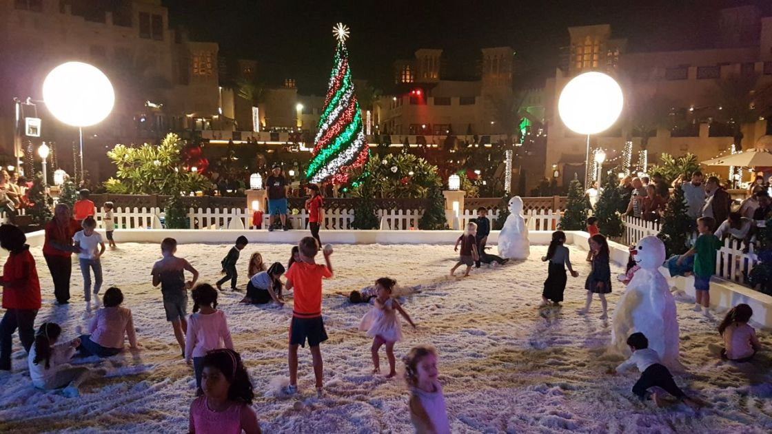 Did you know there was snow in Dubai? Obviously it wasn't very cold as no one is wearing jackets!